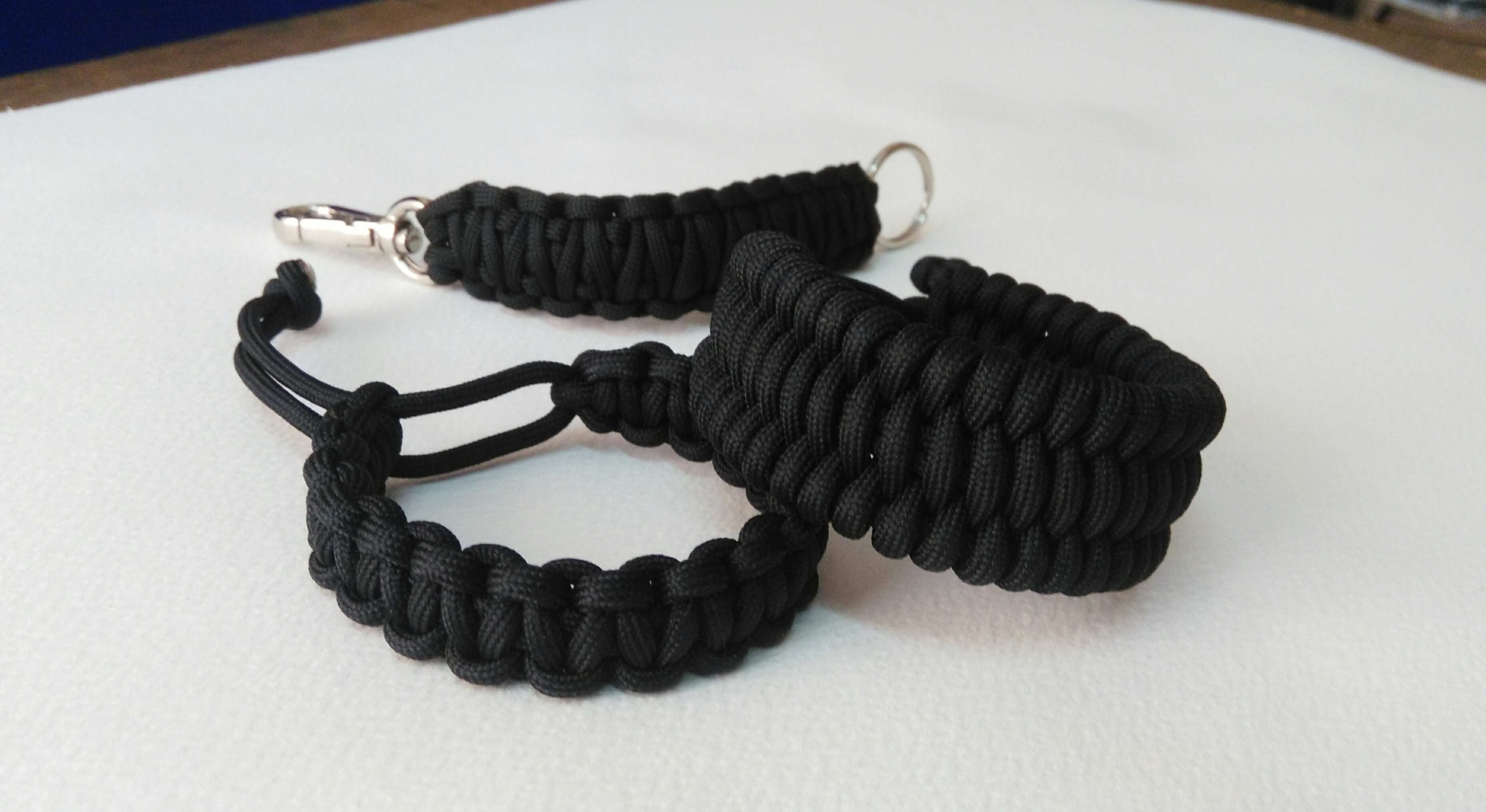 New Paracord Cross Keychain Red /& Black